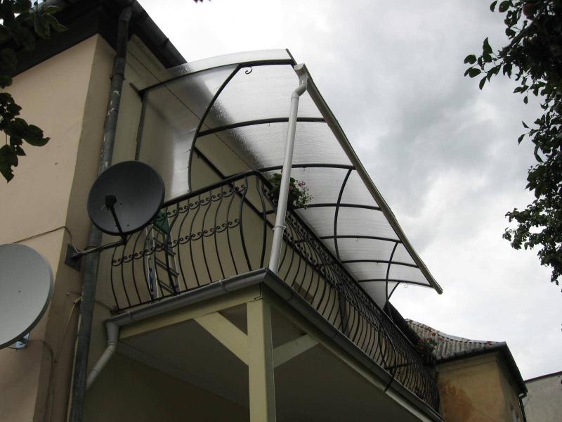 Как сделать козырек на балконе: технология и материалы