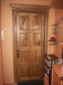 Обновление двери своими руками: декорирование планками и наличниками