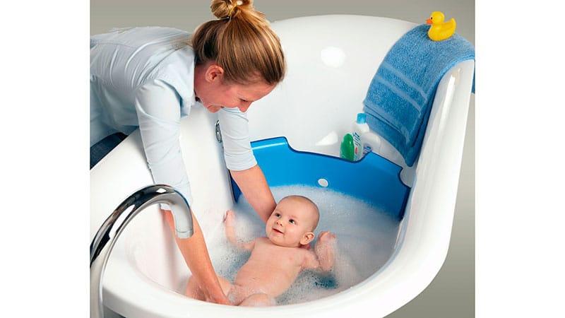 Купание новорожденного в большой ванне: видео инструкция