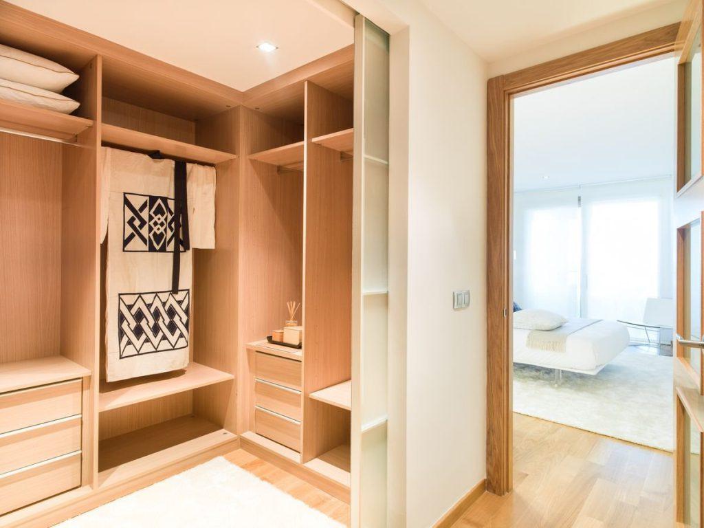 Гардеробная комната в однокомнатной квартире