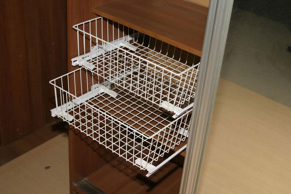 выдвижные сетчатые корзины для шкафов