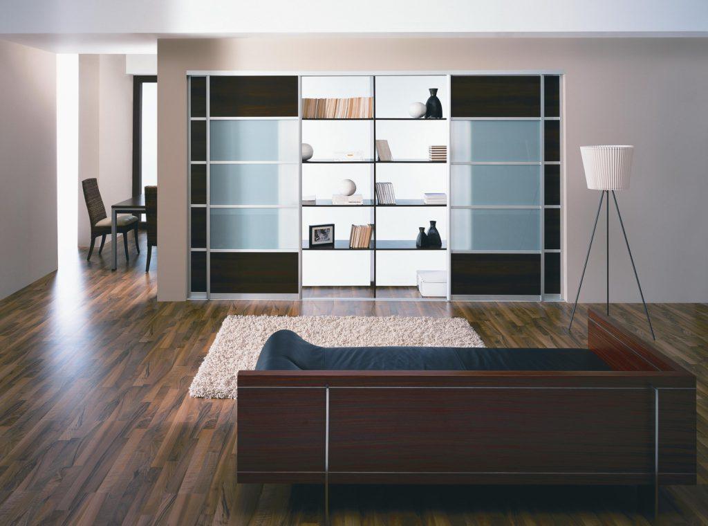 дизайн гостиной с гардеробной