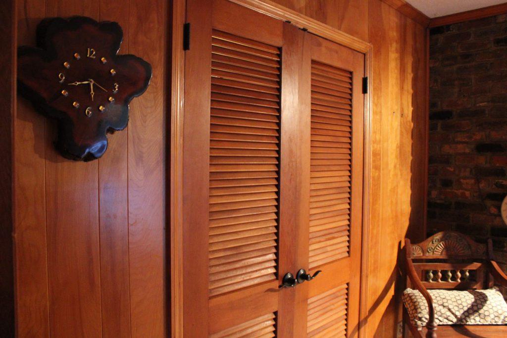 жалюзийные двери в гардеробную