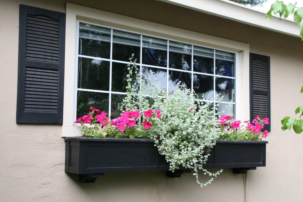 Как украсить подоконник на балконе