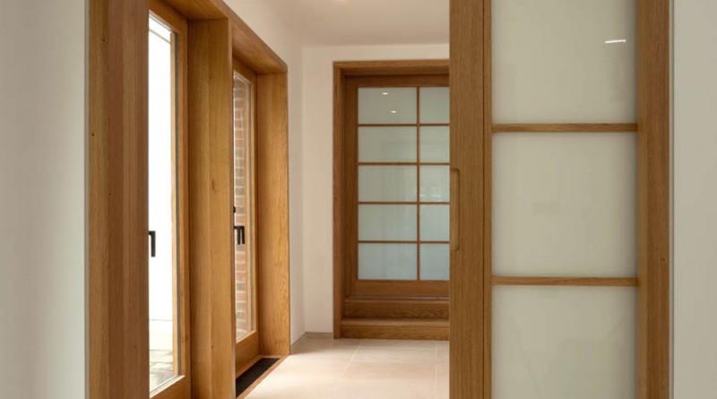 Двери в интерьере помещения