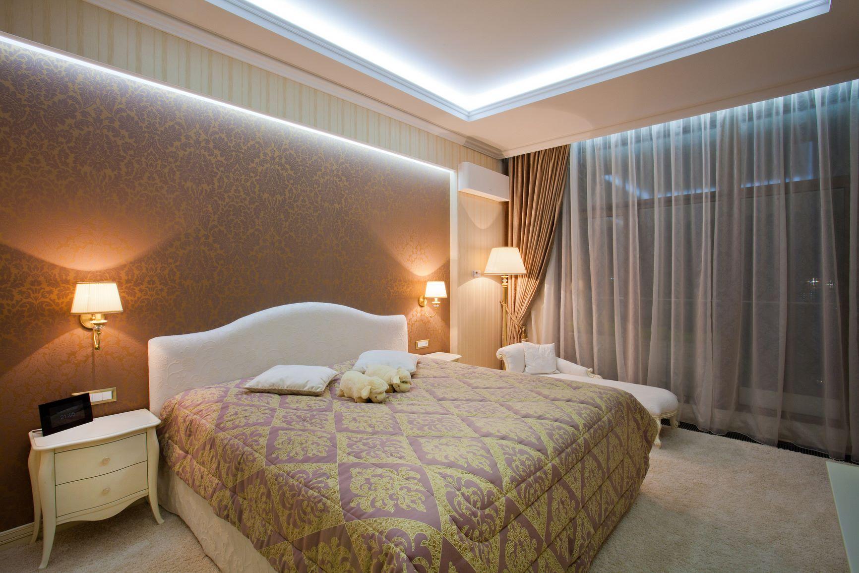 Дизайн фото потолков в спальне