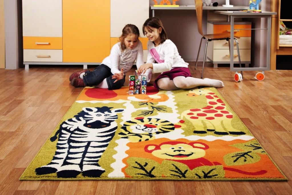 Ленолиум в детской и коврик в игровой зоне