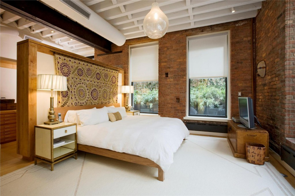 Декоративный кирпич в спальне