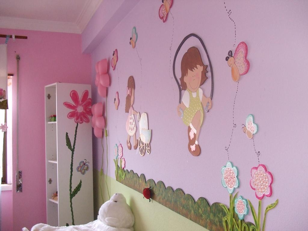 Дизайн стены своими руками в детской комнате 37