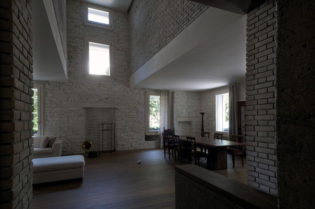 Кирпичный декор в разных комнатах