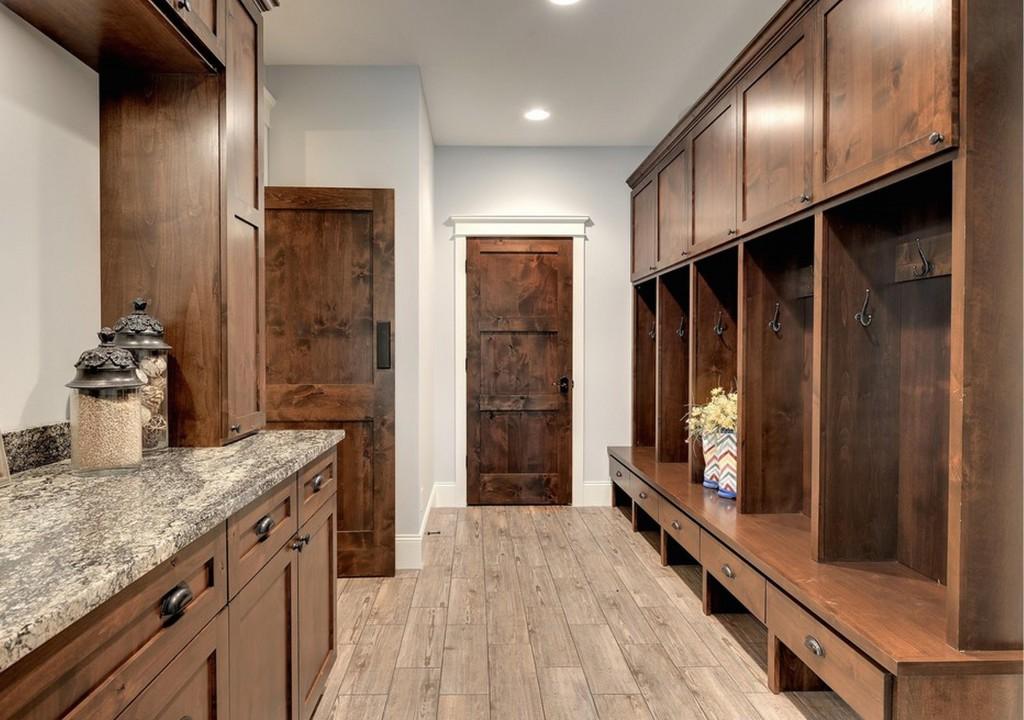 Двери в интерьере кухни