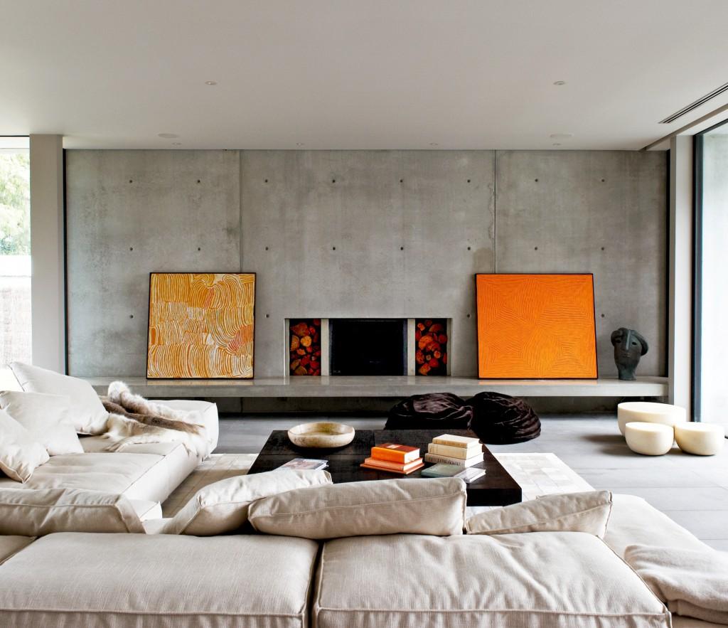 интерьер гостиной с картинами