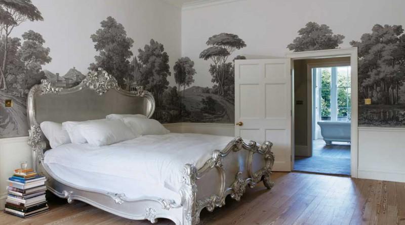 Фрески в современном интерьере классической спальни