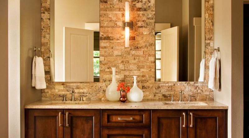 камень и дерево в дизайне ванной
