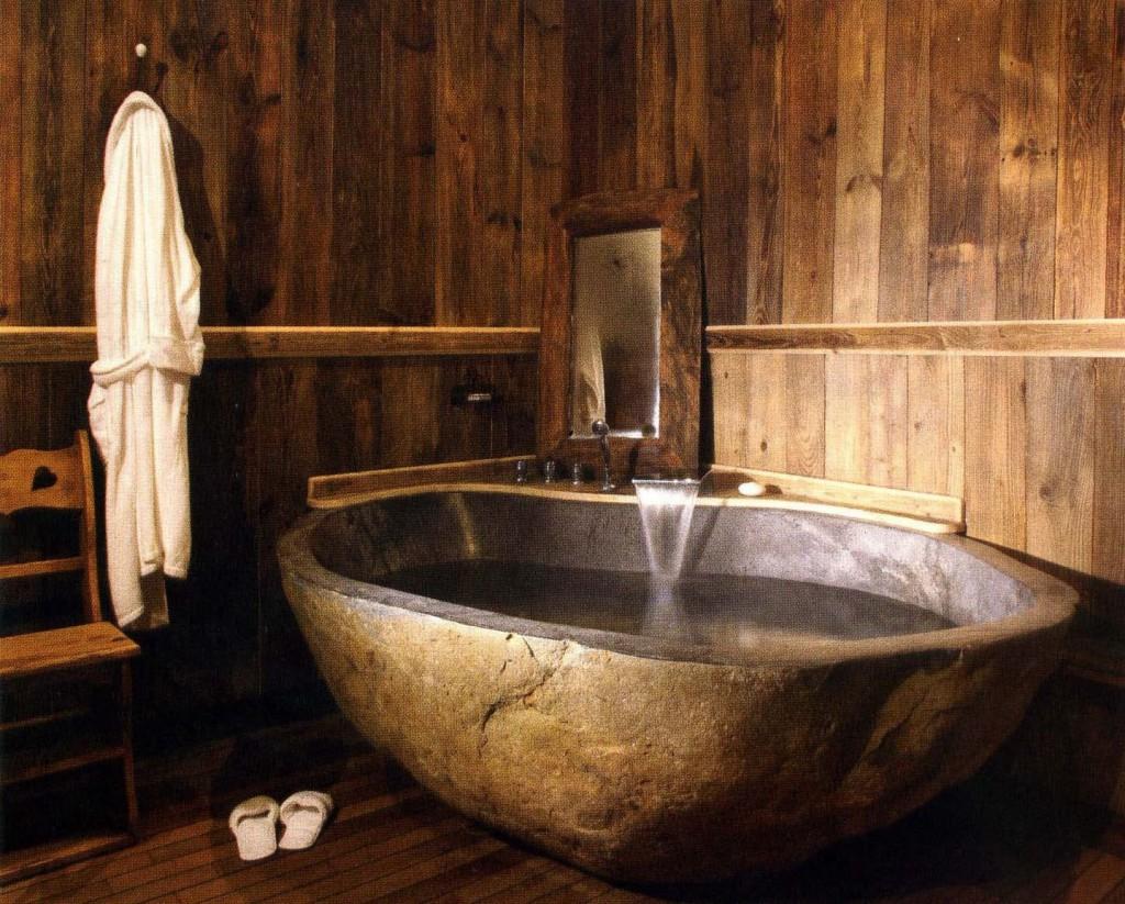 камень и дерево в ванной
