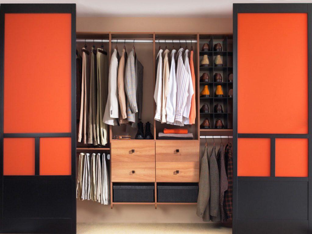 линейная гардеробная комната