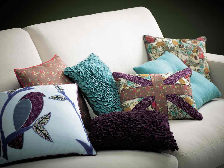 Сшить красивые диванные подушки
