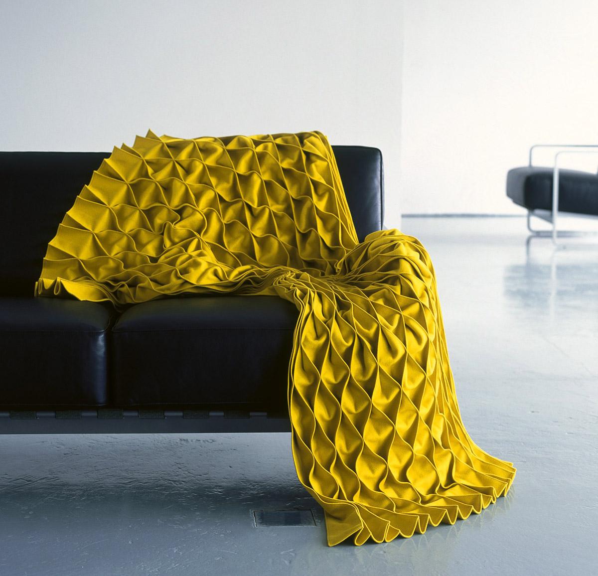 Подушки с вышивкой лентами