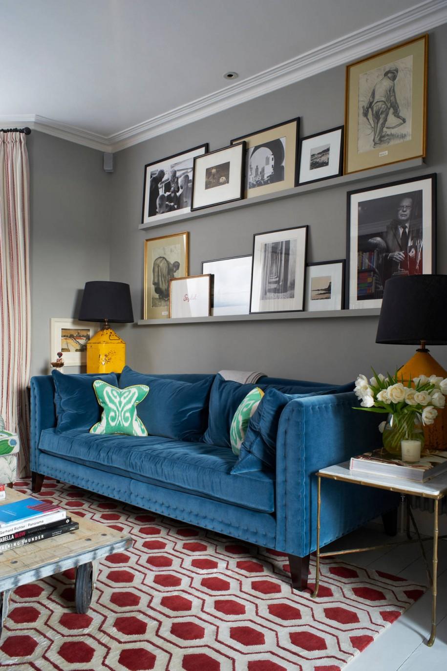 Зал дизайн синий диван