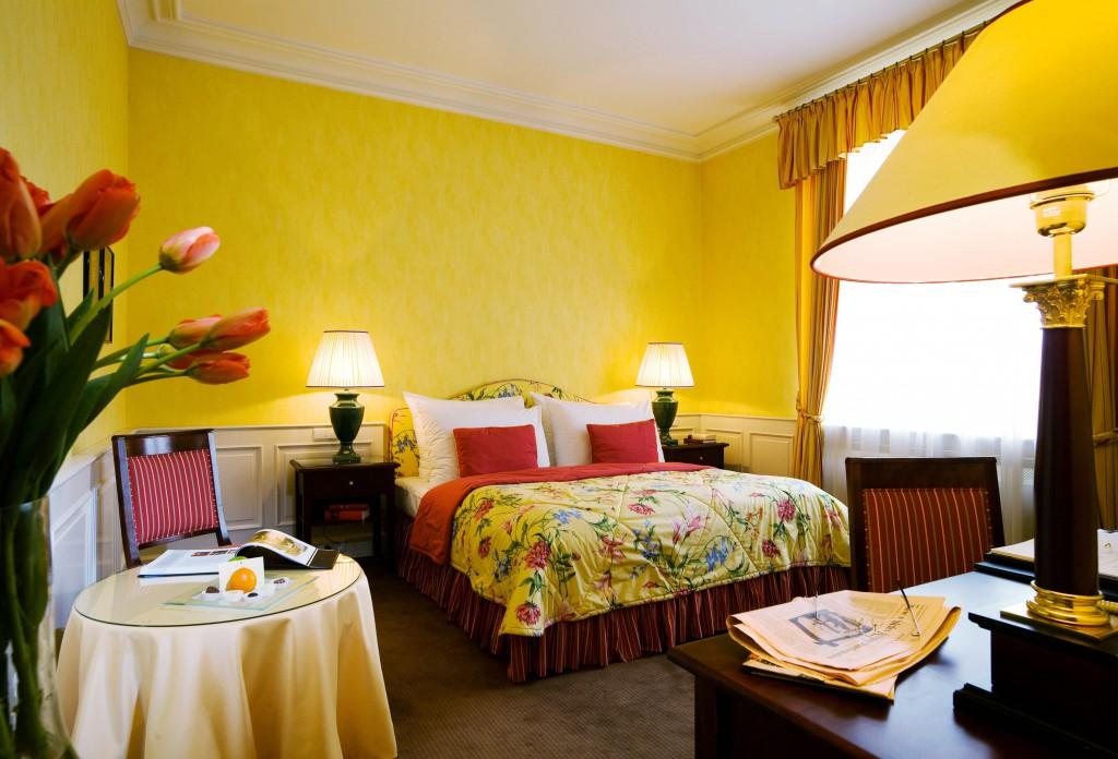 Сочетание желтого цвета в интерьере квартиры (45 фото)