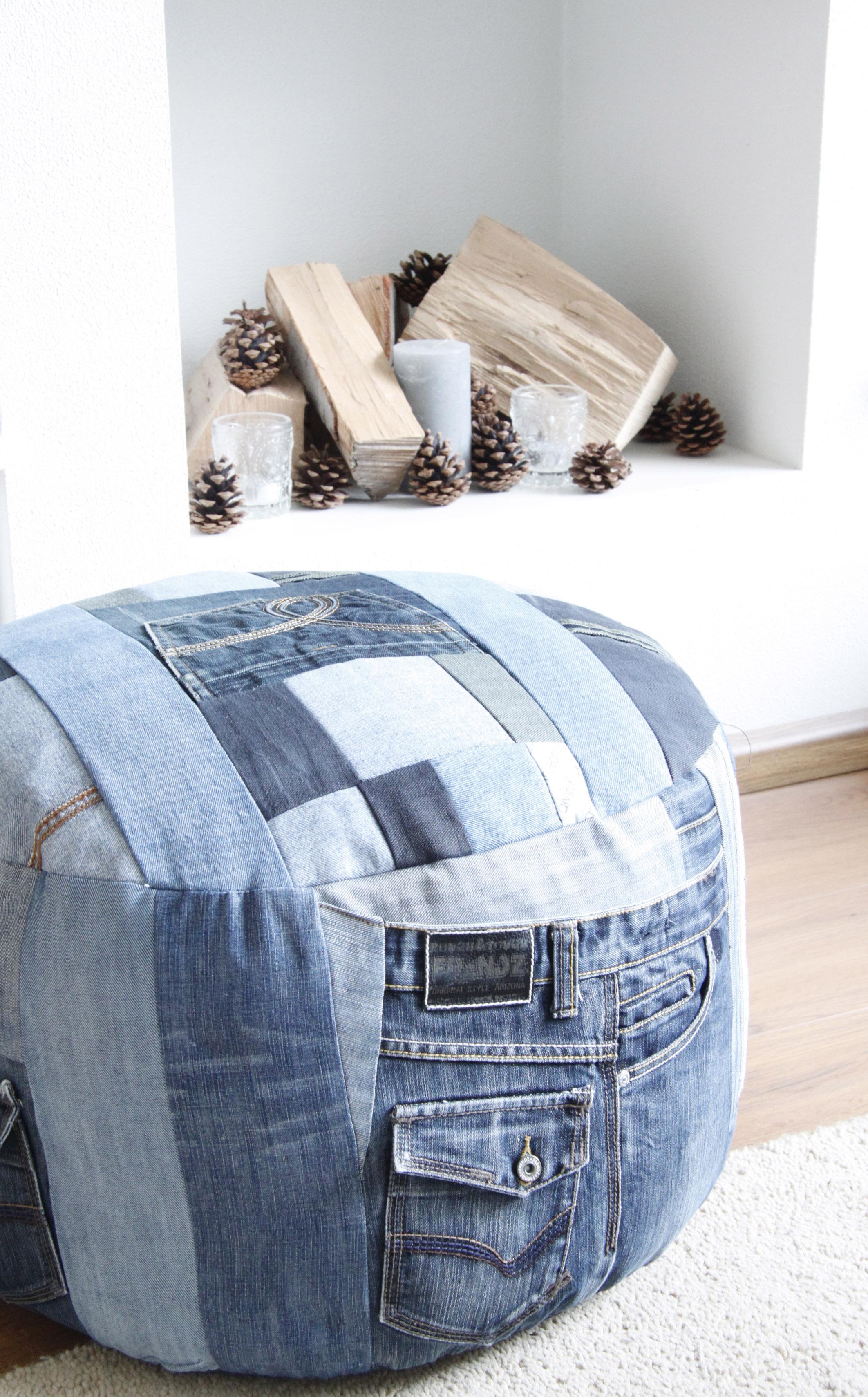 Подушки в интерьере из ткани