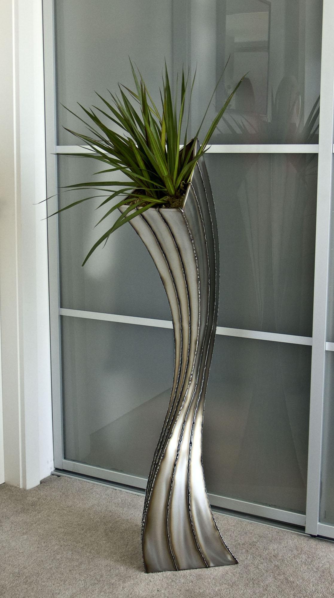 Чем украсить напольную вазу своими руками