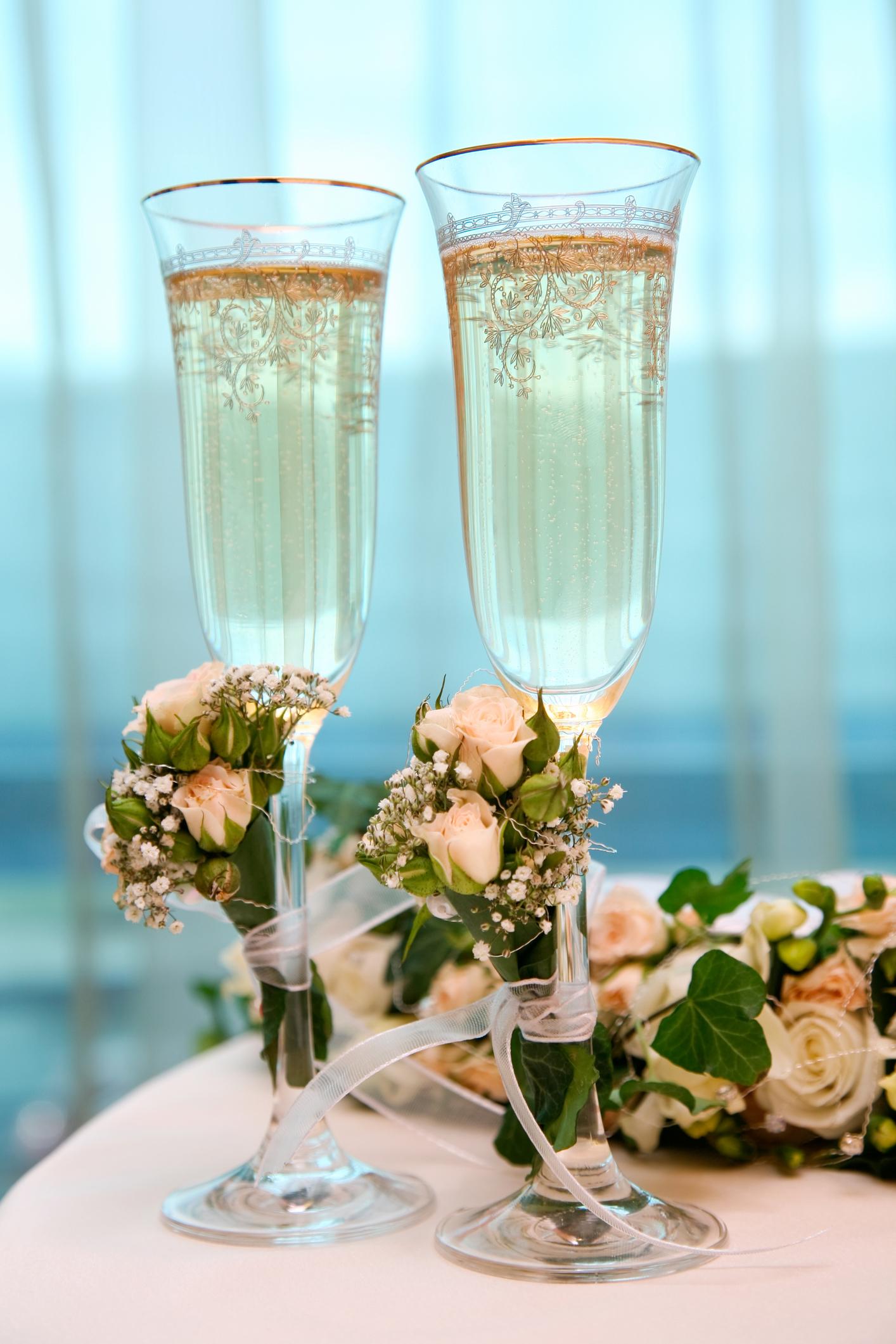 Фото бокалов с шампанским с цветами
