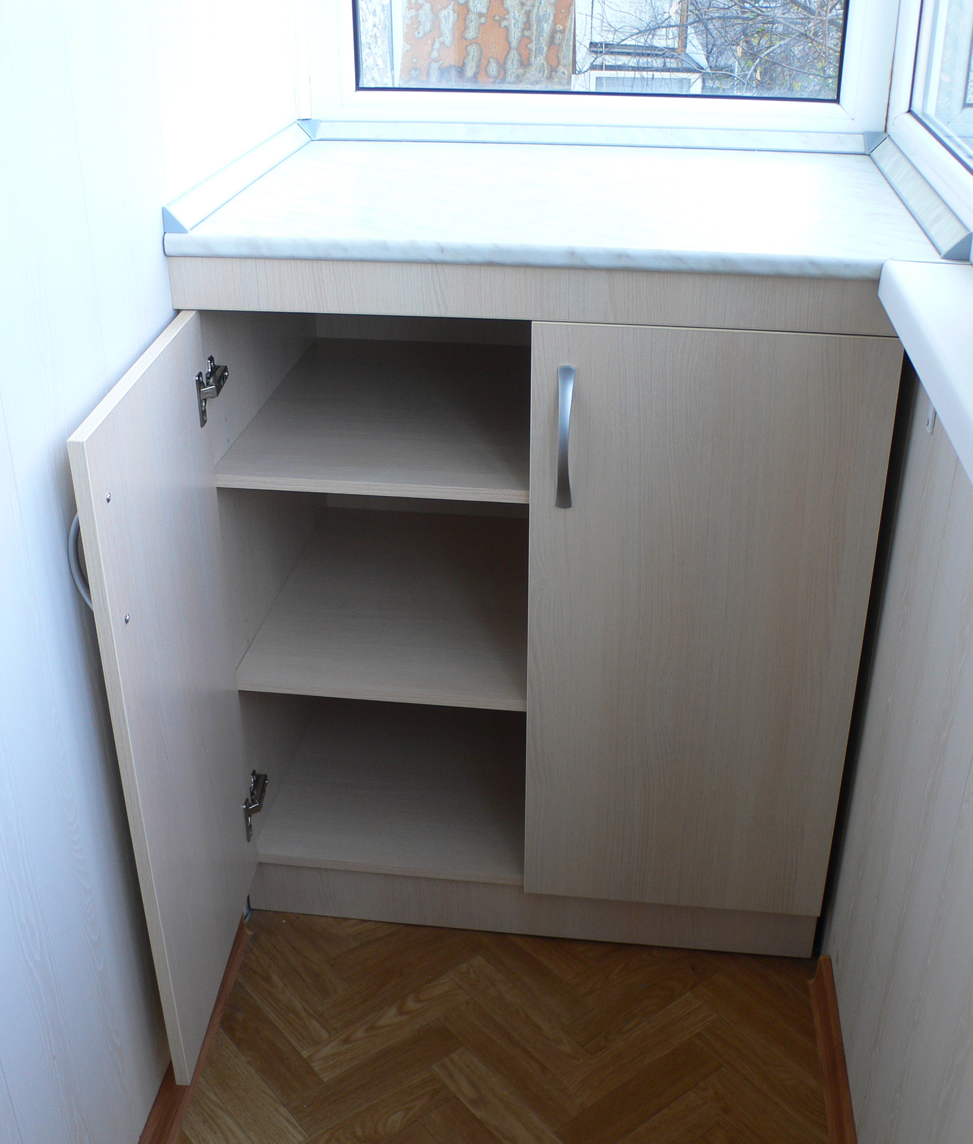 Недорогие готовые двери для шкафа на лоджию..