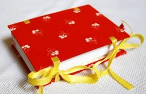 красная записная книжка