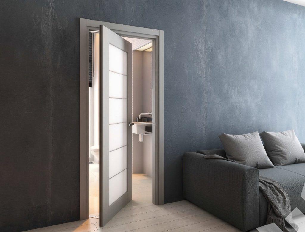 Качающаяся межкомнатная дверь