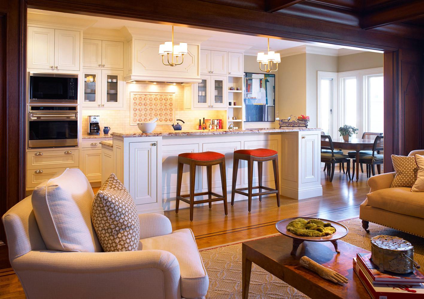 Фото дизайн кухни совмещенной с гостиной в загородном доме