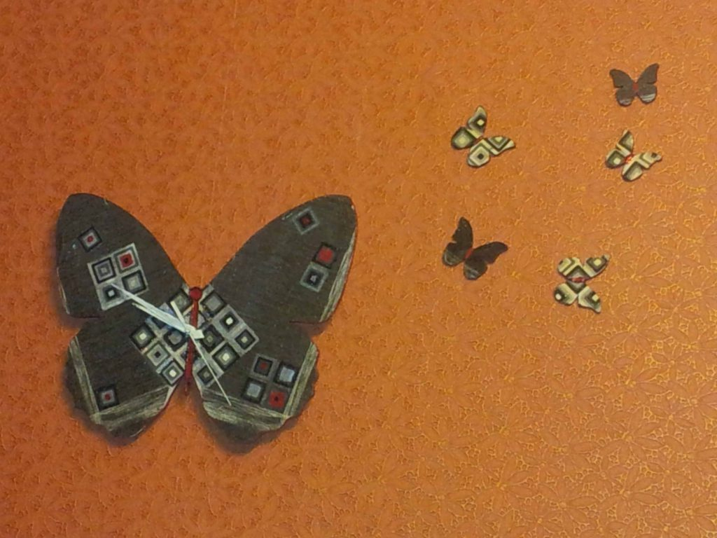 бабочки в виде часов