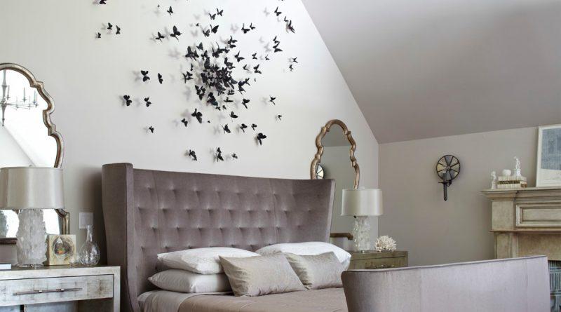 кровать и зеркало