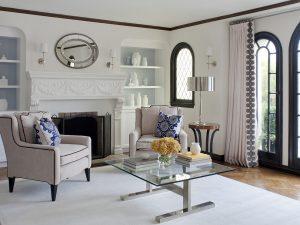 камин и кресло