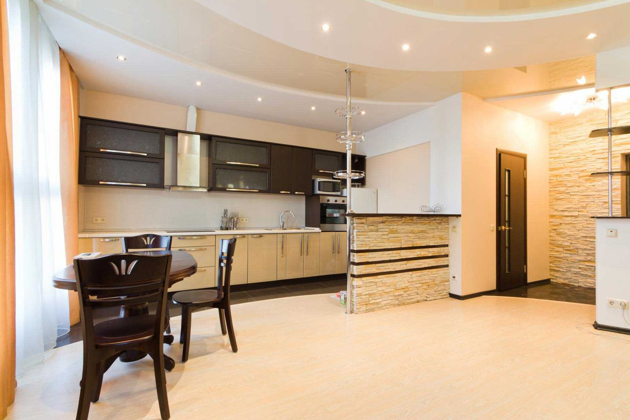 Дизайн подвесного потолка для кухни