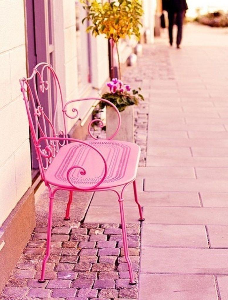 розовая скамейка