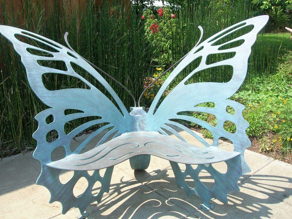скамейка в виде бабочки