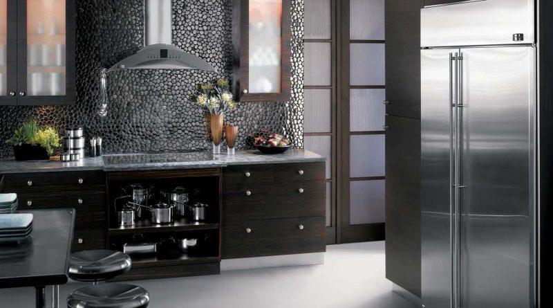 коричный кухонный шкаф