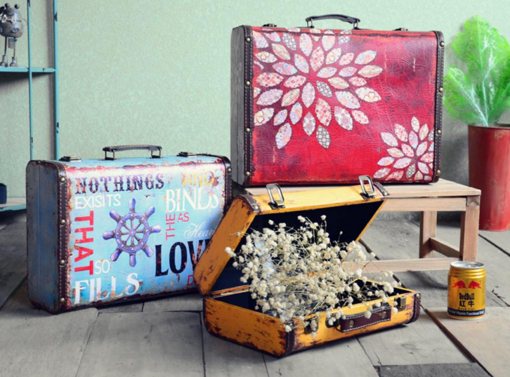 Яркий декупаж чемодана в современном стиле