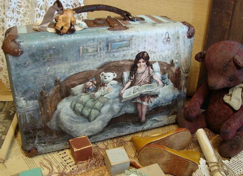 Декупаж старого чемодана фото 7