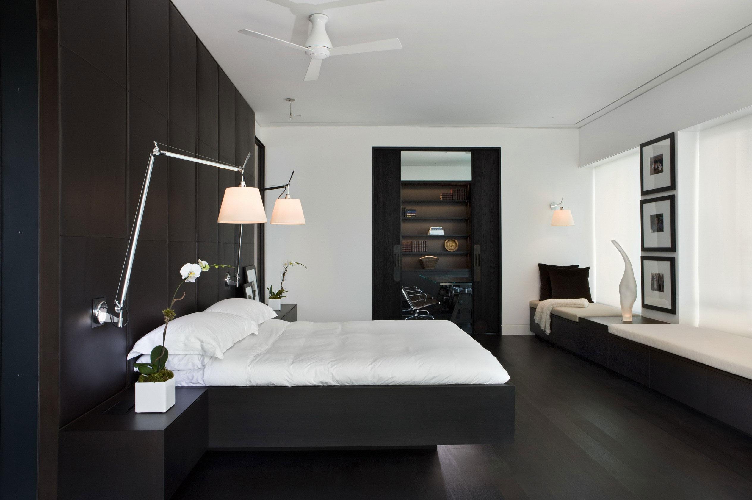 Монохромный дизайн спальни в черно белых тонах
