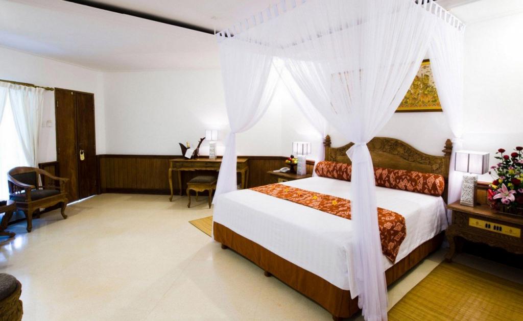 Вариант оформления спальни с балдахином