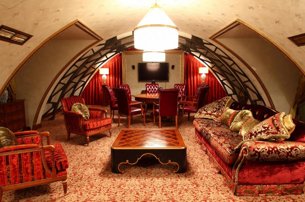 Гостиная в арабском стиле красного цвета