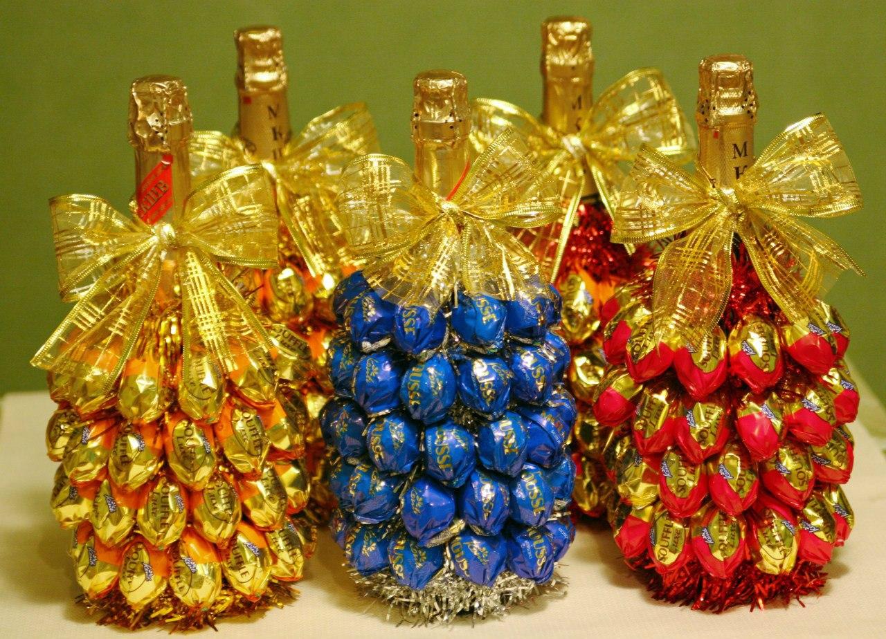 Подарок букет из конфеты с бутылкой