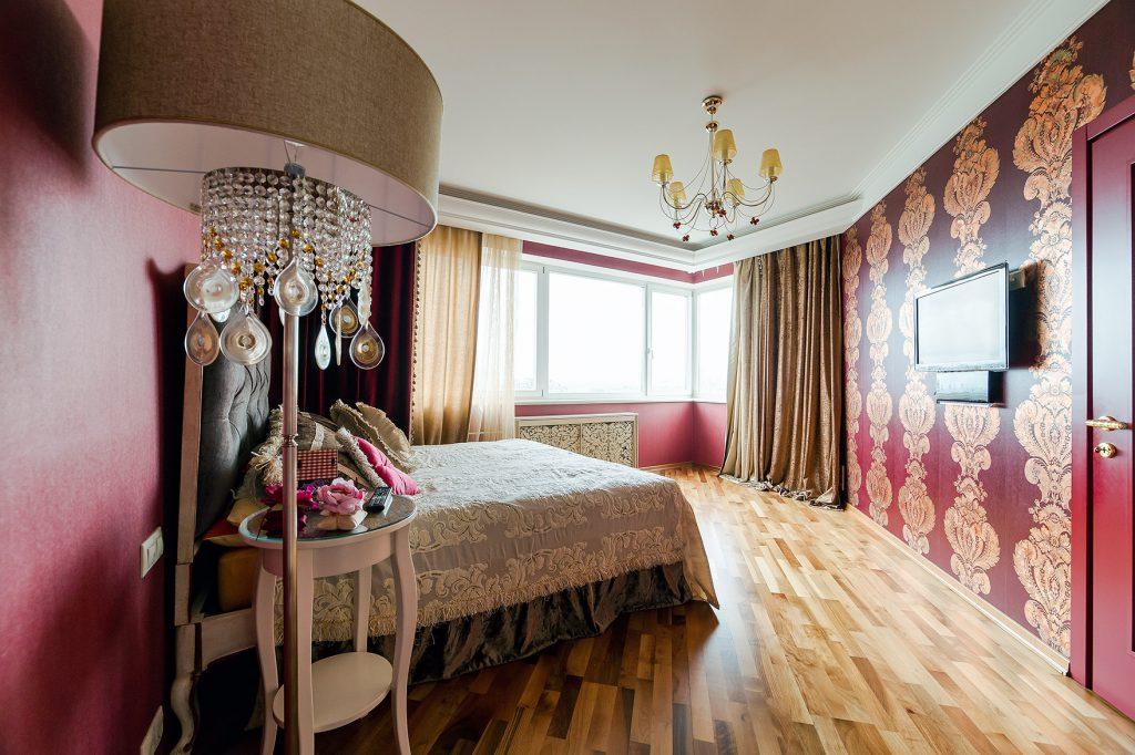 Обои цвета бордо в спальне