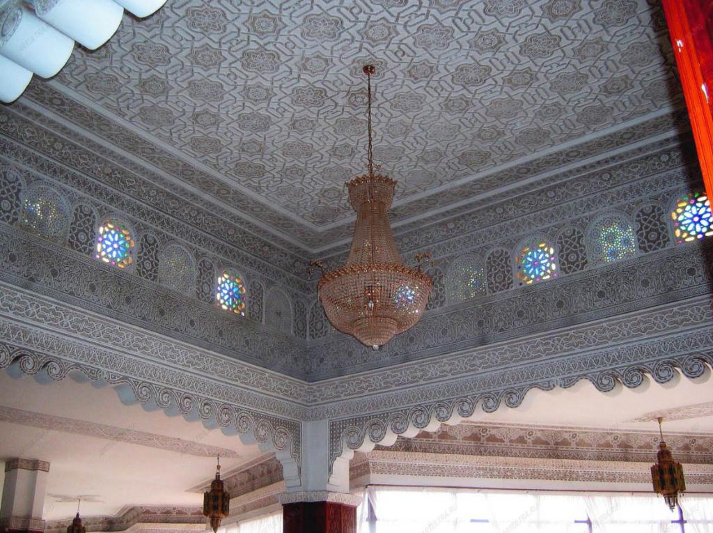 Потолок в марокканском стиле