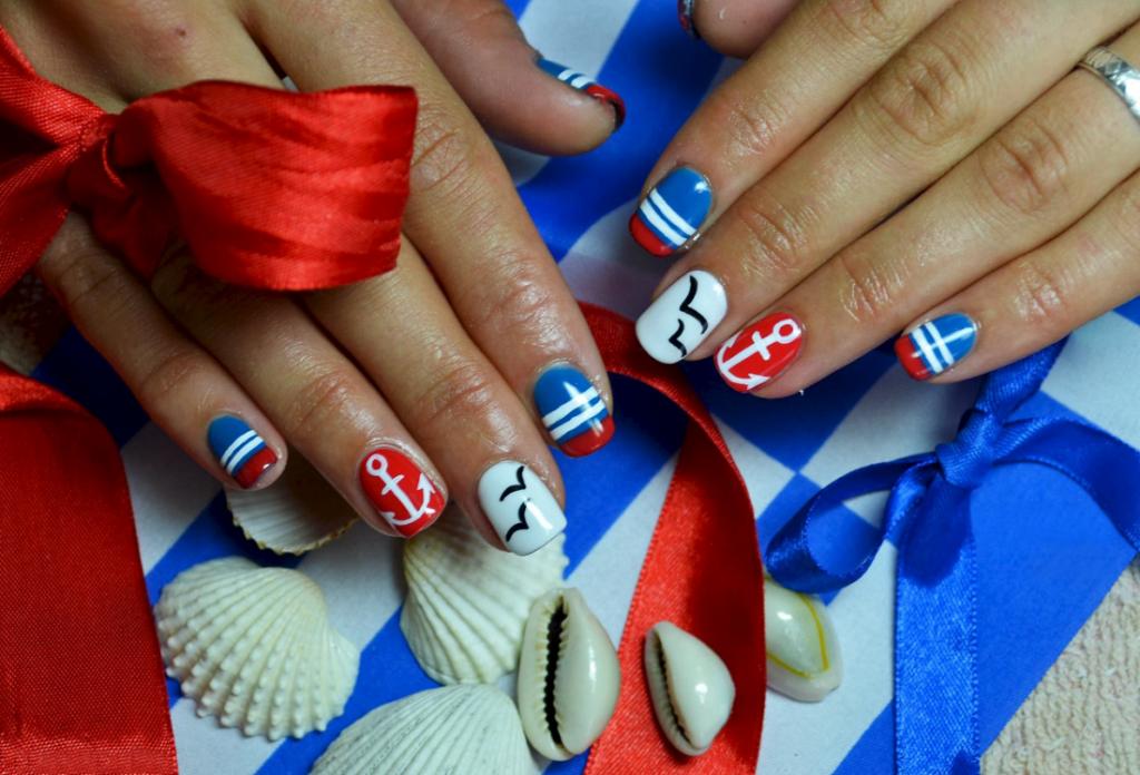Дизайн ногтей с морским рисунком