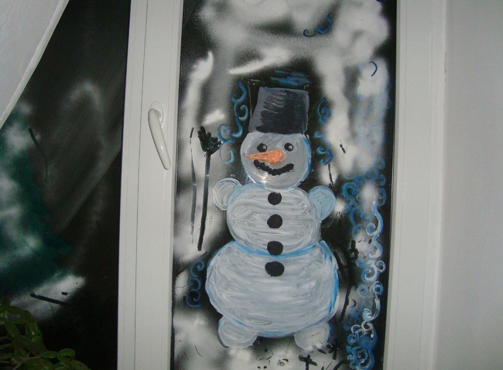 Рисунок на окне гуашью