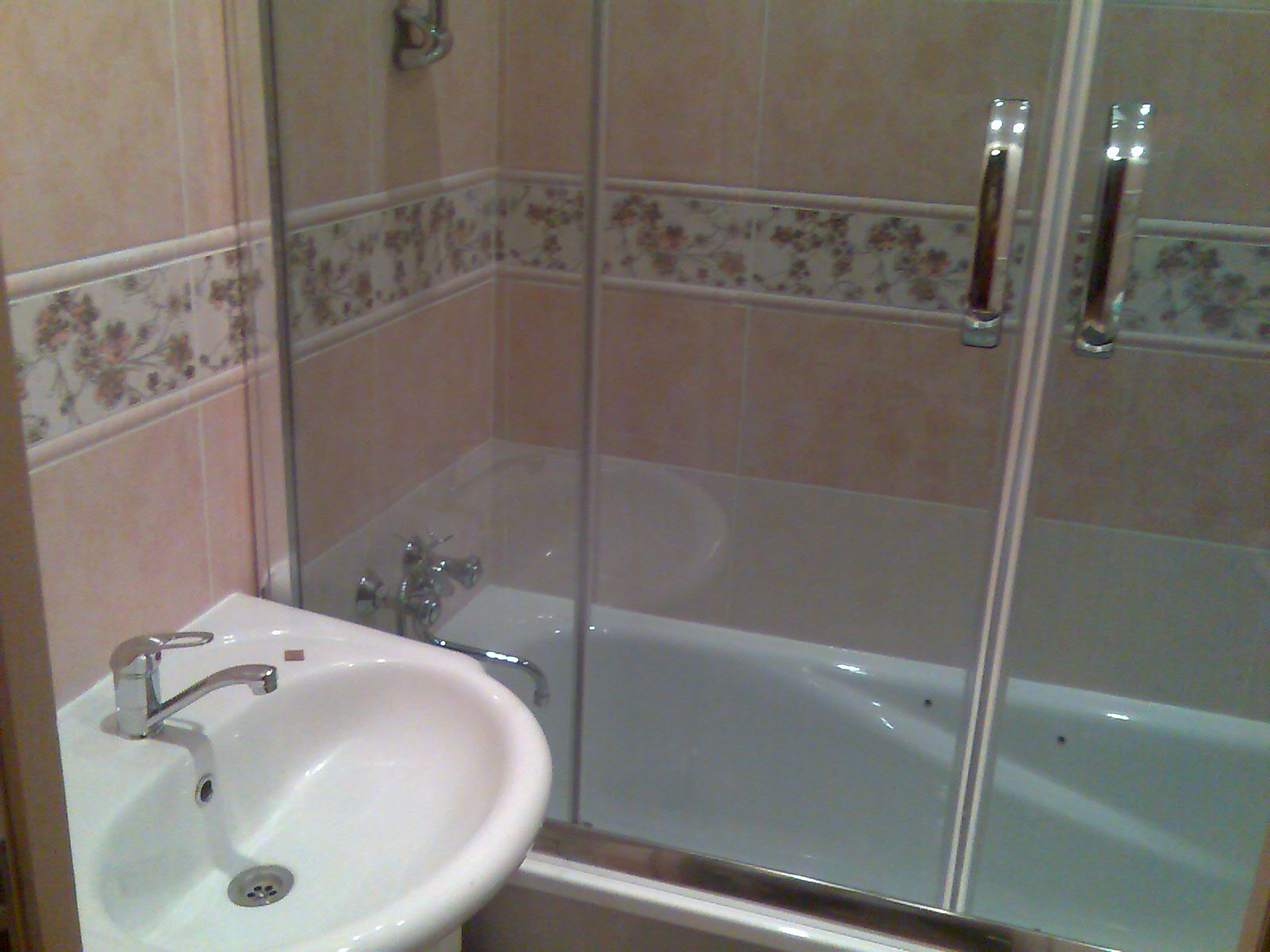 Стеклянная шторка для ванной своими руками 505