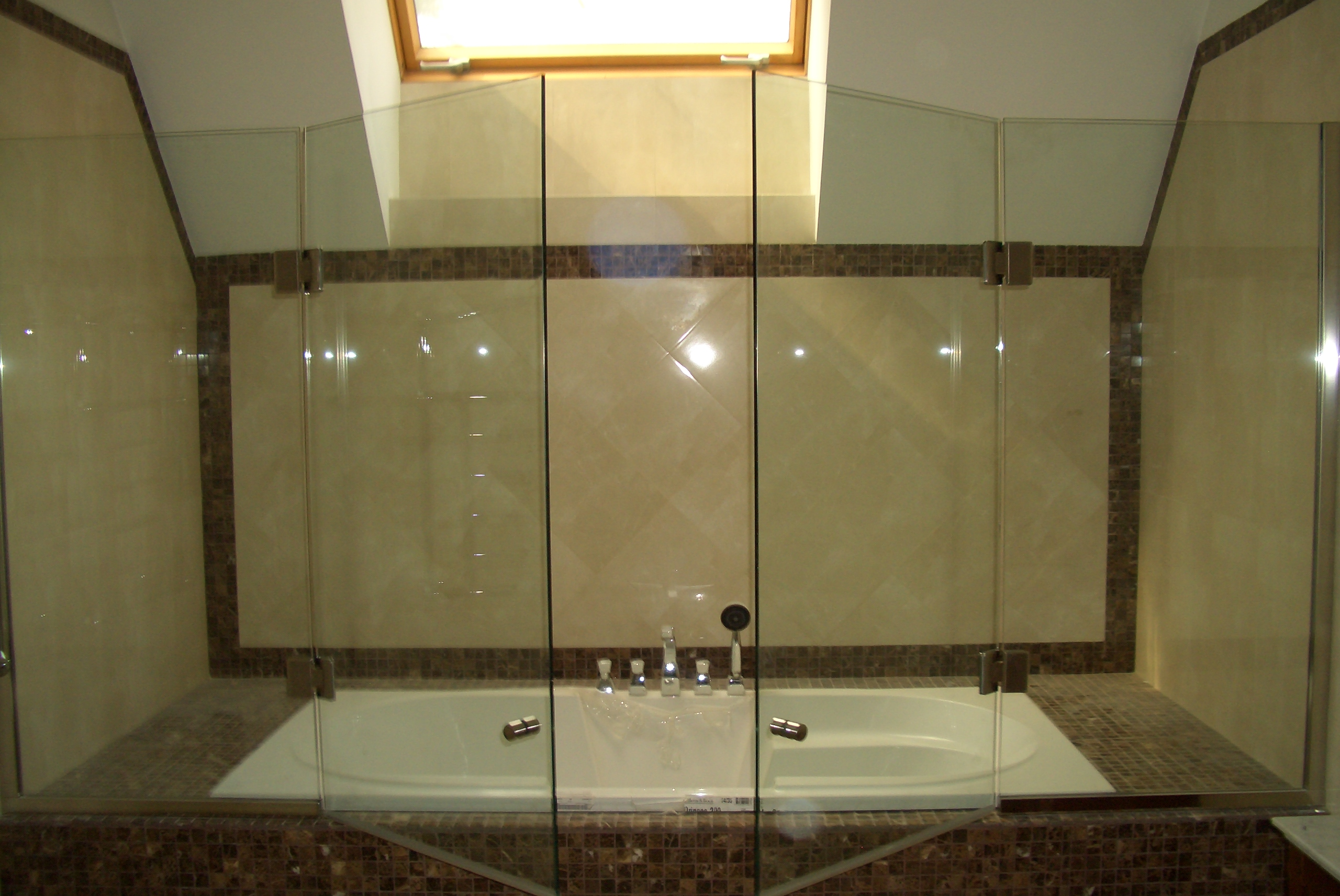 Раздвижные дверцы для ванны своими руками